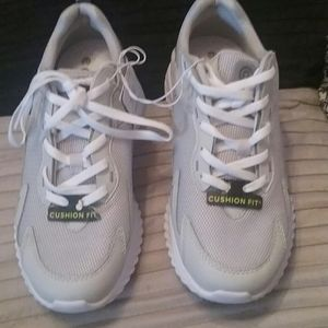 Other - Men's  invade performance athletic shoes size 7